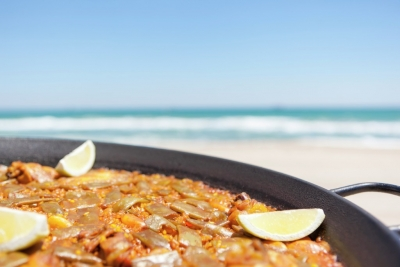 paella valenciana en la playa de Valencia
